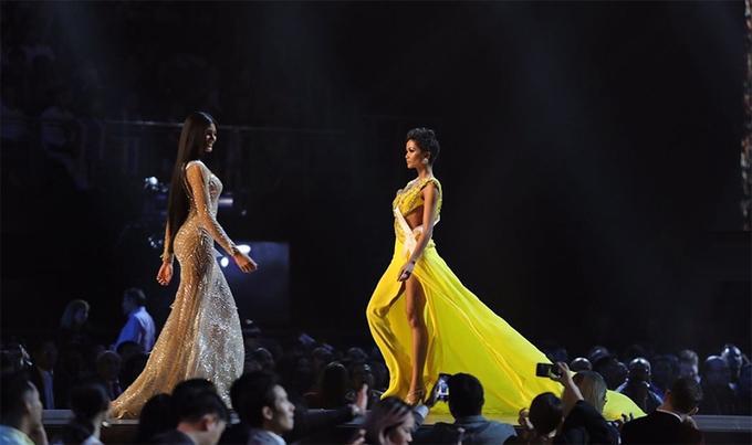 Vay da hoi ruc sac trong dem thi ban ket Miss Universe