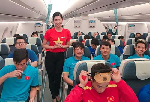 Top 10 Hoa hau Viet Nam phuc vu chuyen bay dua tuyen Viet Nam ve nuoc