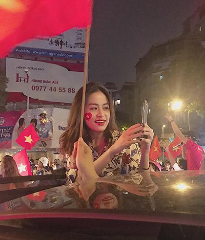 Sao Viet xuong duong mung Viet Nam vo dich AFF Cup 2018