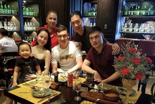 Nghe si mua Linh Nga Gia dinh hanh dien vi Dang Van Lam