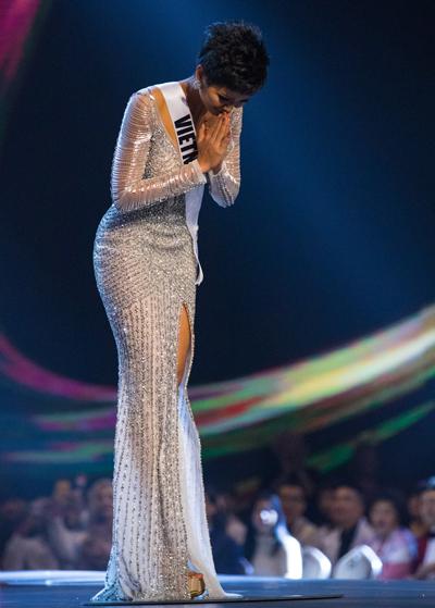 Khan gia xuc dong voi bieu cam cua HHen Nie khi vao Top 5 Miss Universe