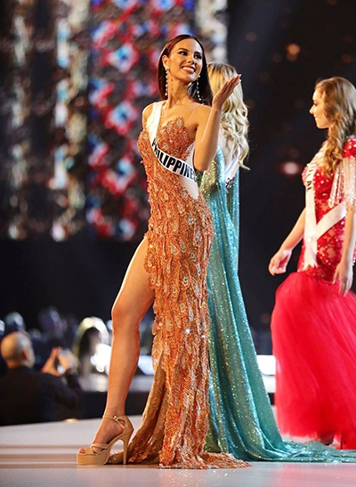 Gray trong bộ váy lấy cảm hứng từ chim thần Adarna.