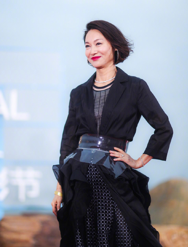 Trieu Vy sanh vai To Huu Bang tren tham do