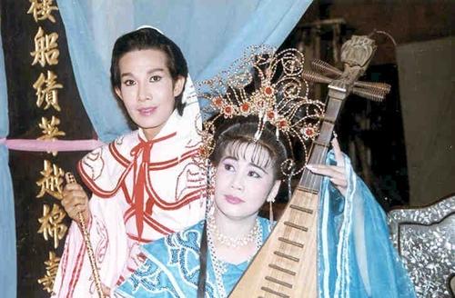Vu Linh Tai Linh Uyen uong mot thuo cua san khau cai luong
