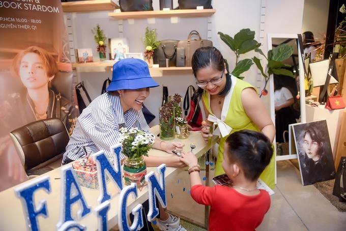 Fan tang Vu Cat Tuong banh trang tron