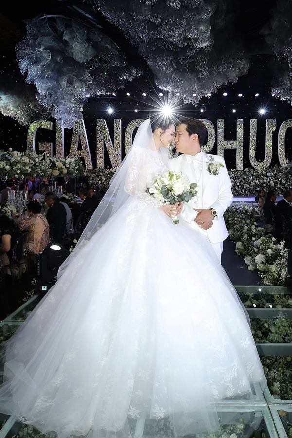 Nhung dam cuoi gay chu y cua sao Viet nam 2018