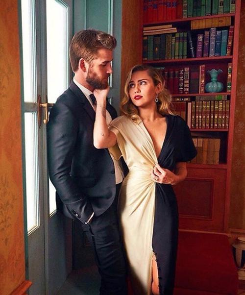Ben trong ngoi nhà Miley Cyrus làm dám cuói vói Liam Hemsworth