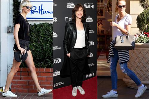Ca sĩ Taylor Swift, siêu mẫu Heidi Klum (quần jeans xanh) cùng chọn đôi Saint Laurent court sneaker ngôi sao, nữ diễn viên kiêm ca sỹ Charlotte trong trang phục của Saint Laurent và đôi sneaker low-top trắng ( giữa).