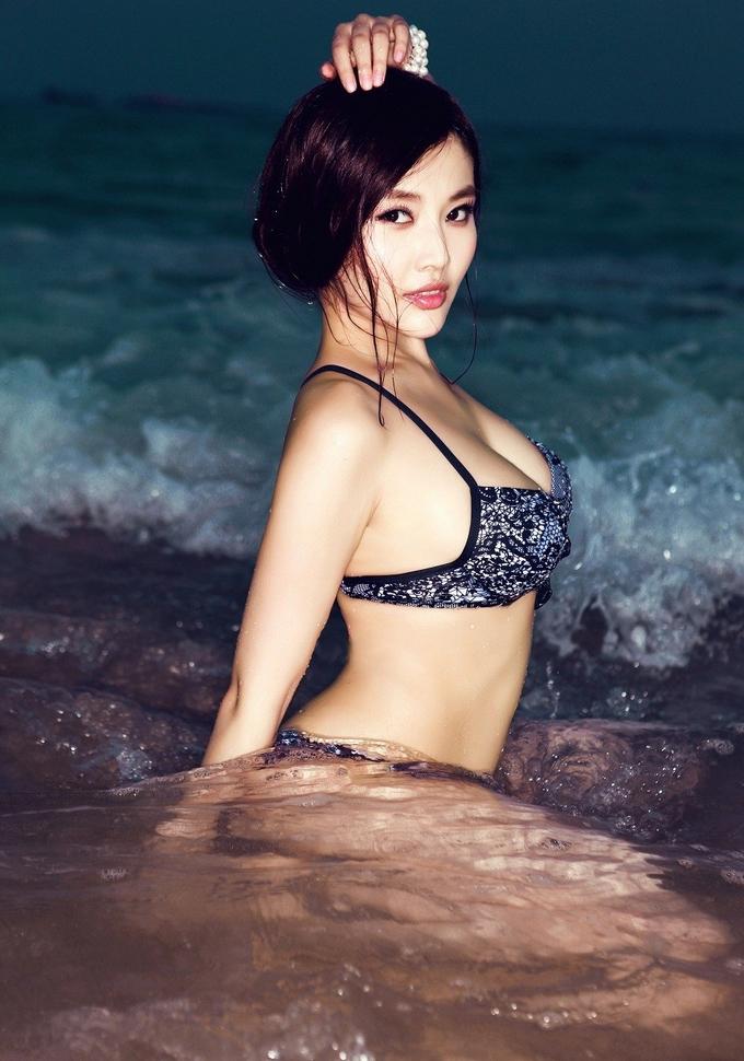 Vẻ nóng bỏng của diễn viên 'Trùm Hương Cảng'