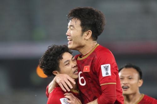 Việt Nam vừa có trận ra quân tại Asian Cup 2019 tối 8/1. Dù thua với tỷ số 2-3 trước Iraq, đội nhà vẫn có khởi đầu được đánh giá cao với hai lần dẫn trước. Công Phượng là cái tên được nhắc đến nhiều nhất khi ghi hai bàn liên tiếp vào lưới đối phương.
