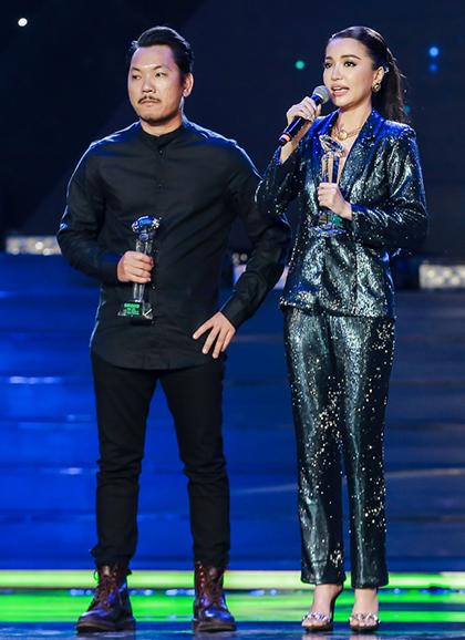 Ca sĩ Huỳnh Bích Phương nhận giải Nữ ca sĩ của năm.