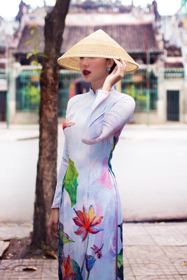Đồng Ánh Quỳnh làm 'nàng thơ' trong bộ sưu tập áo dài