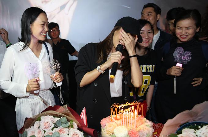 Mỹ Tâm bật khóc khi fan mừng sinh nhật trong rạp phim