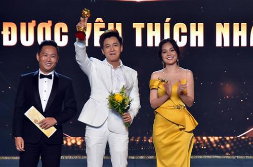 Ngô Kiến Huy (giữa) giành giải