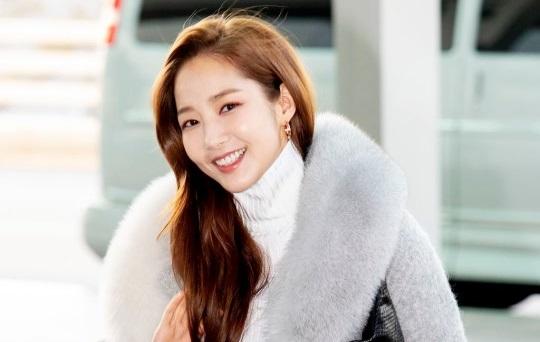 ''Thư ký Kim'' Park Min Young gây chú ý tại sân bay - Giải Trí