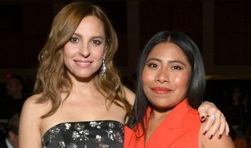 Marina de Tavira (trái) và Yalitza Aparicio được đề cử diễn xuất cùng Roma.