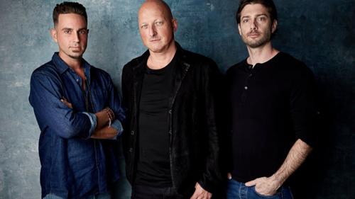 Từ trái sang: Wade Robson, đạo diễn Dan Reed và James Safechuck tại buổi giới thiệu phim Leaving Neverland ở Liên hoan phim Sundance.