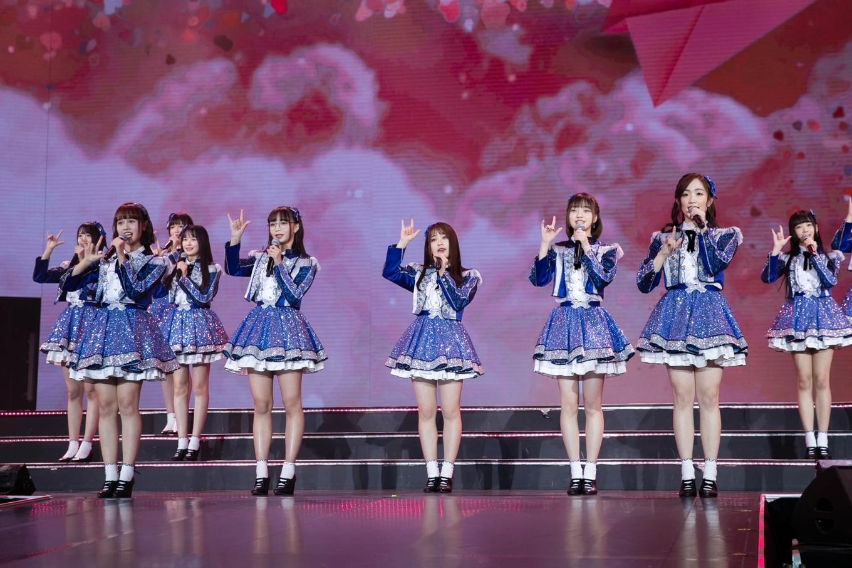 76 thiếu nữ của các nhóm nhạc châu Á diễn ở Thái Lan