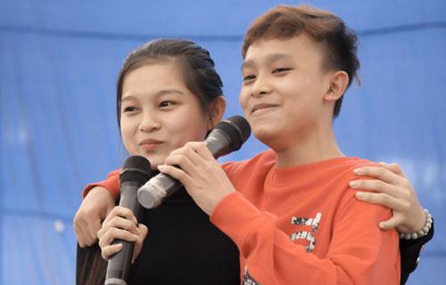 Việt Hương, Hồ Văn Cường trao quà người nghèo dịp Tết - ảnh 7