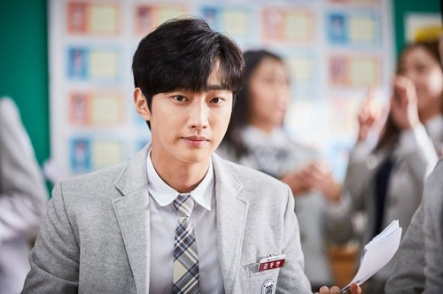 Jung Jin Young sinh năm 1991, nổi tiếng từ khi đóng series Mây họa ánh trăng (2016).
