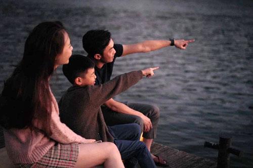 Mùng năm Tết, vợ chồng Cường Đôla - Đàm Thu Trang đưa bé Subeo du xuân ở Đà Lạt bằng ôtô. Họ nghỉ tại một resort hạng sang gần hồ Tuyền Lâm.