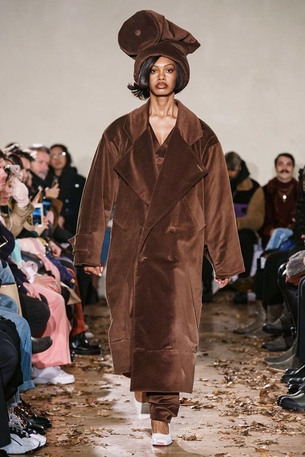 Người mẫu catwalk như 'hóa điên' ở show Vaquera