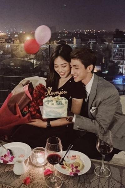 Ngay sau khi công khai tình cảm, Bình An đã thoải mái đăng tải bức ảnh ghi lại khoảnh khắc ngọt ngào của cặp đôi trong dịp lễ Valentine vừa rồi.