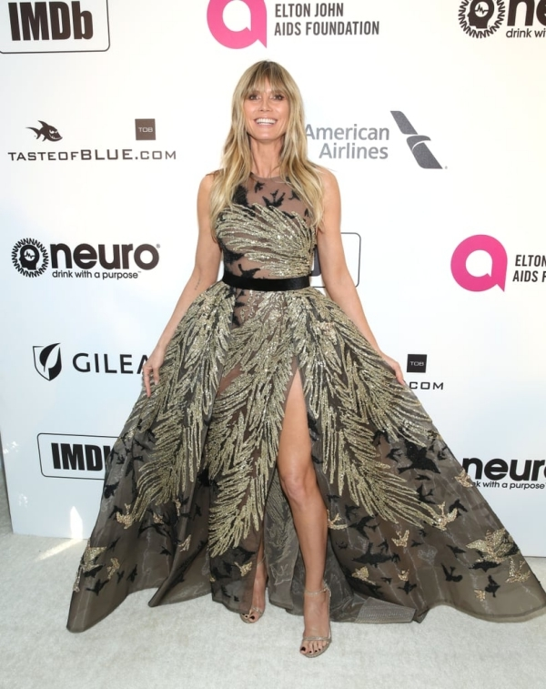 'Thiên thần' Victoria's Secret diện váy Công Trí ở tiệc Oscar