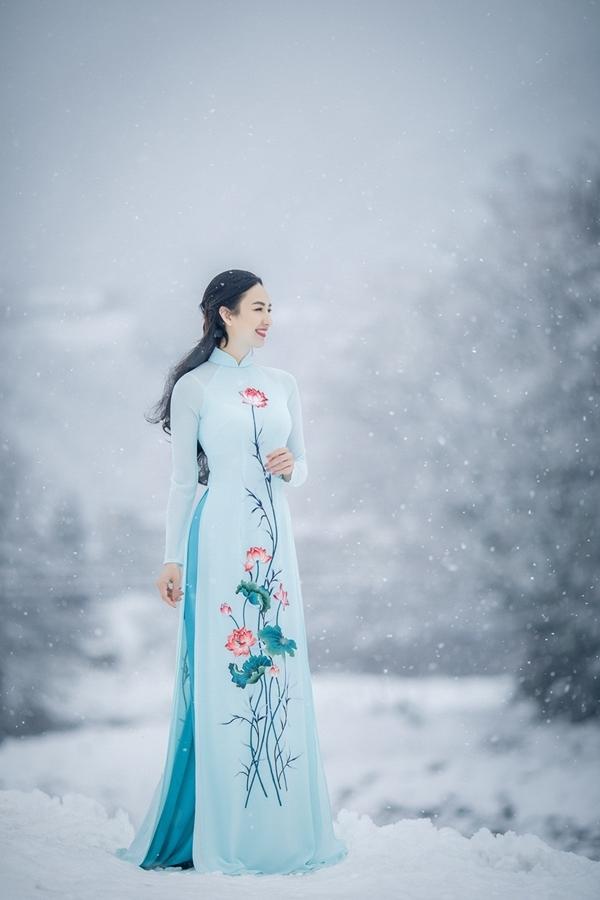 Ngọc Diễm mặc áo dài dưới trời tuyết âm 5 độ C ở Nhật