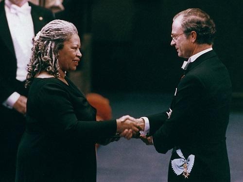 Nữ nhà văn Mỹ nhận giải Nobel Văn chương tại Stockholm, năm 1993. Ảnh: AP.