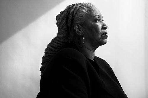 Toni Morrison - một trong những nhà văn có nhiều đóng góp nhất cho công cuộc xóa bỏ kỳ thị chủng tộc tại Mỹ. Ảnh: New York Times.