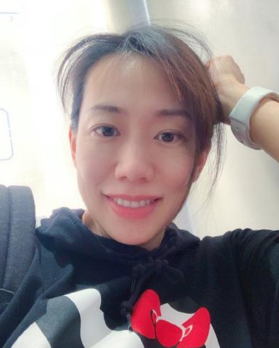 Ngô Thần Quân ở tuổi 41. Ngoài Phong Vân, người đẹp Đài Loan lưu dấu ấn qua Nhiệm vụ đơn giản, Bán sinh duyên... Năm 2012, cô kết hôn cùng Liêu Hoài Nam - quản lý cấp cao của  Alibaba Culture & Entertainment Group, sinh con gái đầu lòng năm 2014. Sau sinh, Ngô Thần Quân thôi đóng phim, dành thời gian chăm sóc gia đình, học nữ công gia chánh.