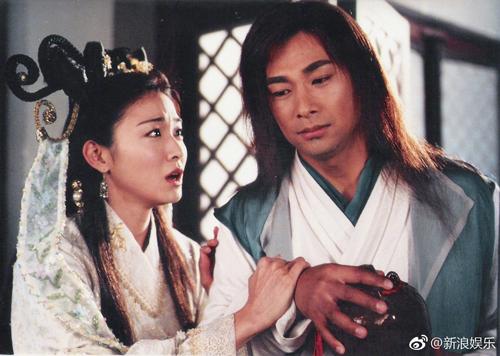 Triệu Văn Trác đóng Nhiếp Phong - một trong hai nam chính bộ phim. Chàng mang dòng máu Kỳ Lân trong người, khi cuồng nộ sẽ gia tăng công lực gấp bội nhưng mất hết lý trí, không phân biệt được bạn thù.