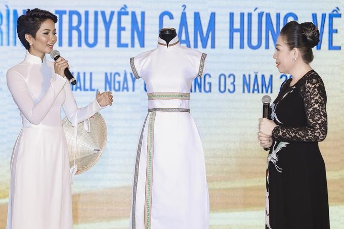 H'Hen Niê mặc áo dài trắng tôn dáng