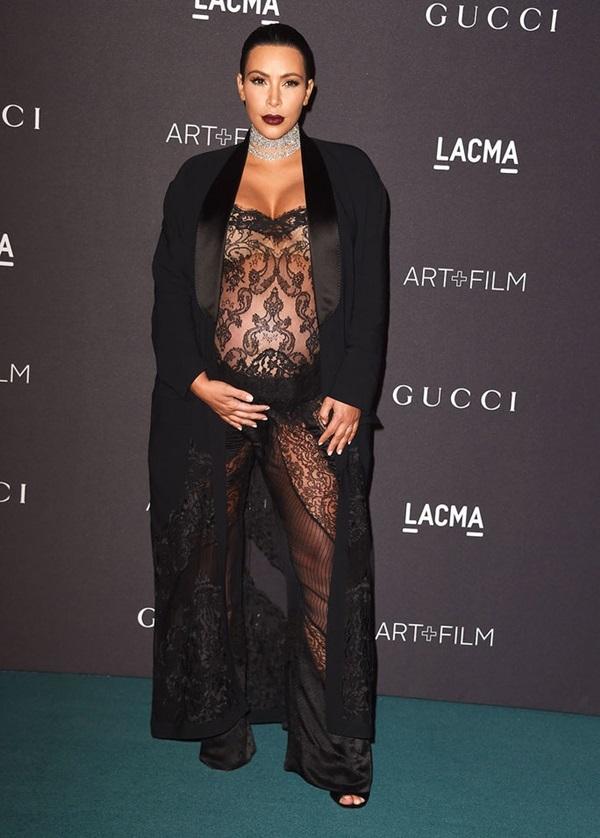Kim Kardashian gây chú ý khi mặc hở táo bạo