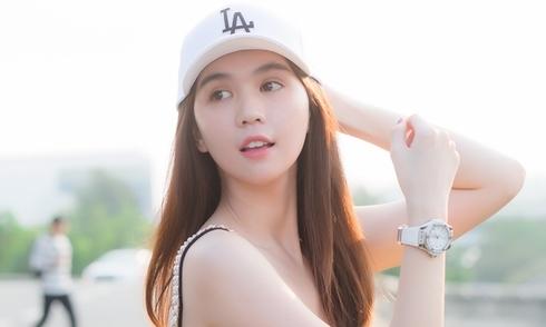 ngoc-trinh-deo-dong-ho-kim-cuong-ra-san-bay