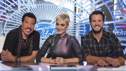 Thí sinh khiếm thị khiến giám khảo American Idol khóc - ảnh 2