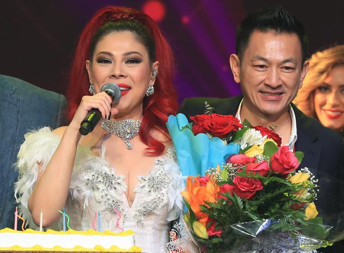 Chồng bế con gái đến ủng hộ liveshow Thanh Thảo