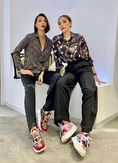 Kỳ Duyên và Minh Triệu trở nên thân thiết với nhau từ năm 2018. Cả hai thường thường xuyên chụp ảnh chung, đi du lịch cùng nhau. Thậm chí, họ còn dùng các món đồ giống nhau. Kỳ Duyên từng chia sẻ vì yêu quý nhau nên cả hai thường mặc chung đồ.