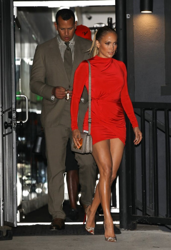 Jennifer-Lopez-11-1552554376_680x0.jpg