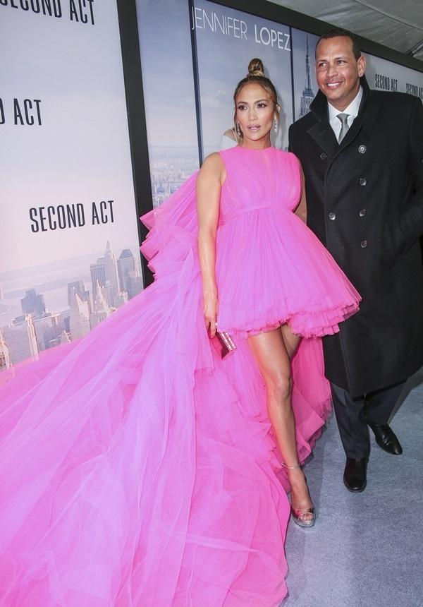 Jennifer-Lopez-17-1552554094_680x0.jpg