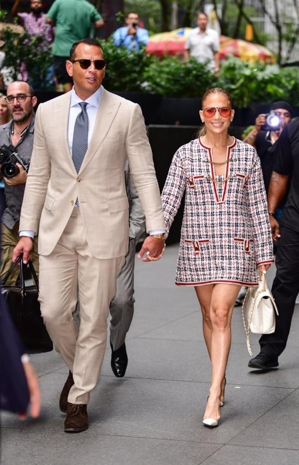 Jennifer-Lopez-8-1552554093_680x0.jpg