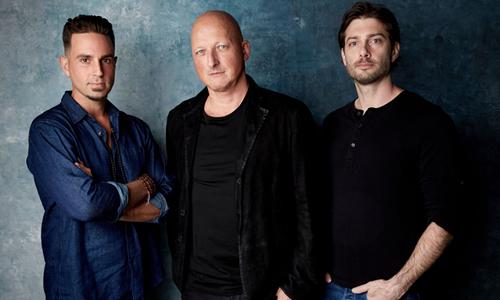 Từ trái qua: Wade Robson, đạo diễn Dan Reed và James Safechuck tại liên hoan phim Sundance.