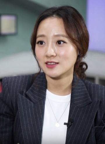 Phóng viên Kang Kyung Yoon của SBS funE.