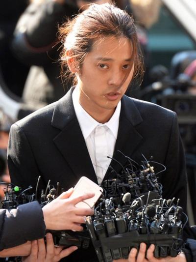 Ca sĩ Jung Joon Young giải nghệ vì bê bối video sex.