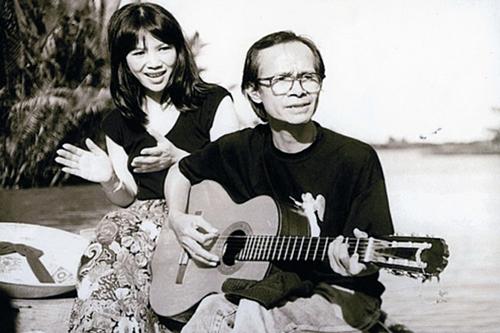 Bà Trịnh Vĩnh Trinh bên anh trai.