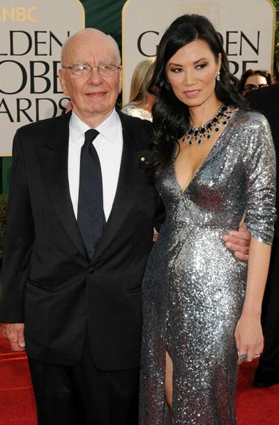 Ở thảm đỏ Quả Cầu Vàng năm 2011, bà Địch gây ấn tượng bằng váy sequin hở ngực.