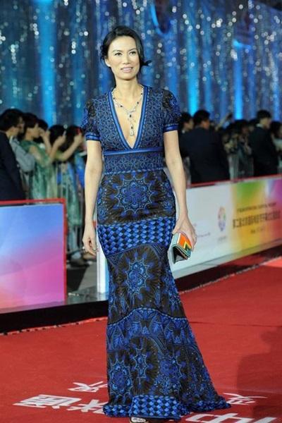 Ở liên hoan phim Quốc tế Bắc Kinh, Trung Quốc năm 2012, bà chọn đầm xanh
