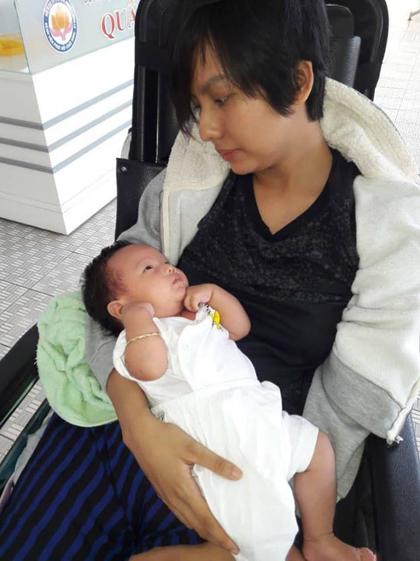 Diễn viên Thúy Anh và con gái 6 tháng tuổi.