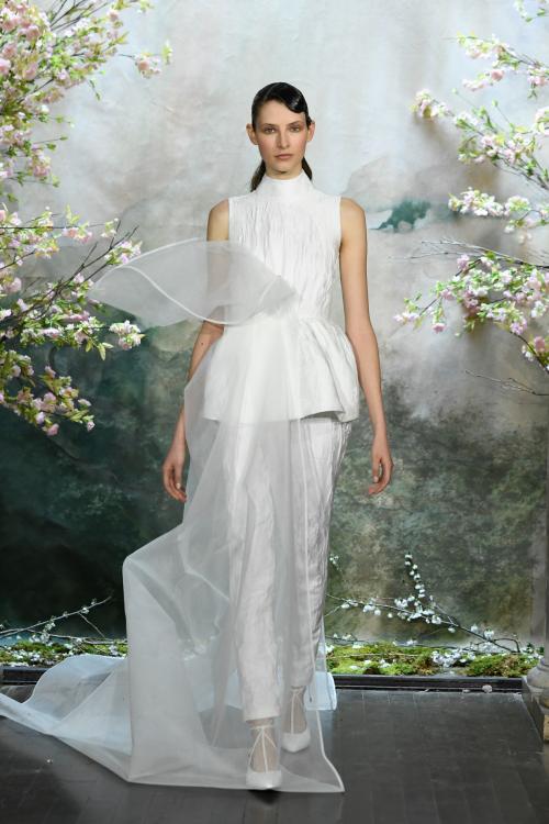 Bộ sưu tập đầm cưới của NTK Việt Nam xuất hiện trên báo Mỹ - ảnh 10